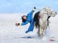 马背上的蒙古女